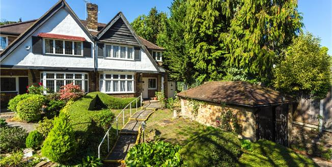 Guide Price £725,000, 3 Bedroom Semi Detached House For Sale in Edgware, HA8