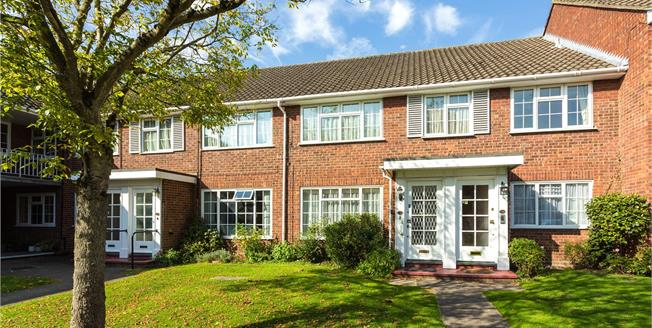 Asking Price £465,000, 2 Bedroom Flat For Sale in Stanmore, HA7