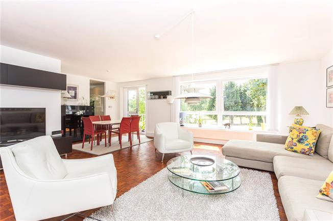 Asking Price £640,000, 2 Bedroom Flat For Sale in Stanmore, HA7