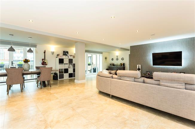 Asking Price £850,000, 3 Bedroom Flat For Sale in Bushey, WD23