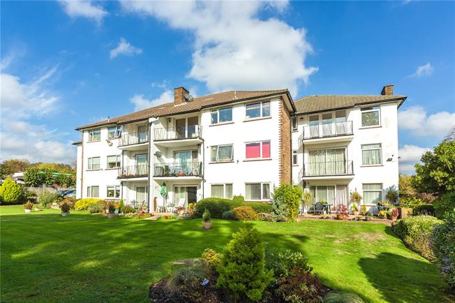 Asking Price £285,000, 2 Bedroom Flat For Sale in Stanmore, HA7