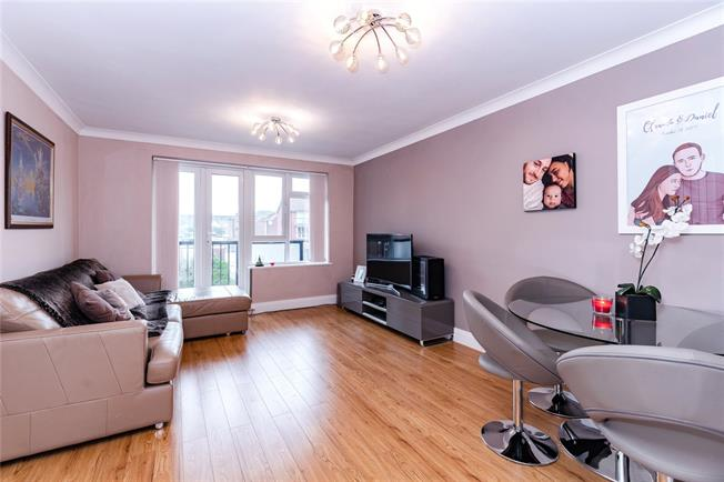 Guide Price £315,000, 1 Bedroom Flat For Sale in Stanmore, HA7