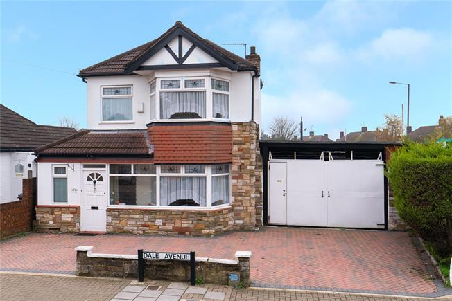 Asking Price £625,000, 3 Bedroom Detached House For Sale in Edgware, HA8
