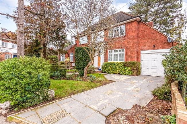 Asking Price £1,375,000, 4 Bedroom Detached House For Sale in Stanmore, HA7