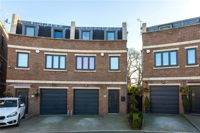 Asking Price £745,000, 3 Bedroom Semi Detached House For Sale in Bushey Heath, WD23
