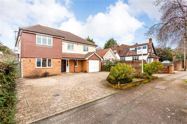 Asking Price £1,600,000, 5 Bedroom Detached House For Sale in Bushey, WD23