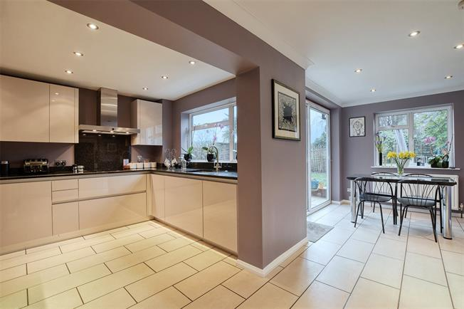 Asking Price £865,000, 4 Bedroom Detached House For Sale in Bushey Heath, WD23