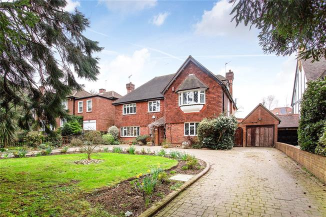 Asking Price £1,800,000, 5 Bedroom Detached House For Sale in Edgware, HA8