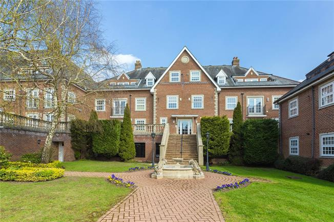 Asking Price £599,950, 2 Bedroom Flat For Sale in Stanmore, HA7