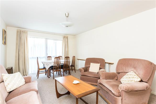 Asking Price £325,000, 2 Bedroom Flat For Sale in Stanmore, HA7