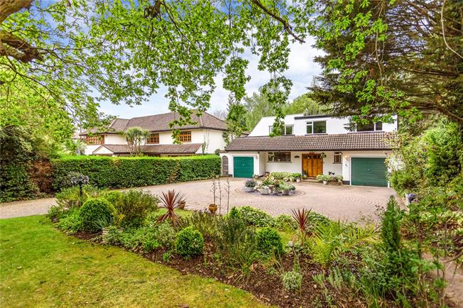 Guide Price £1,900,000, 5 Bedroom Detached House For Sale in Stanmore, HA7