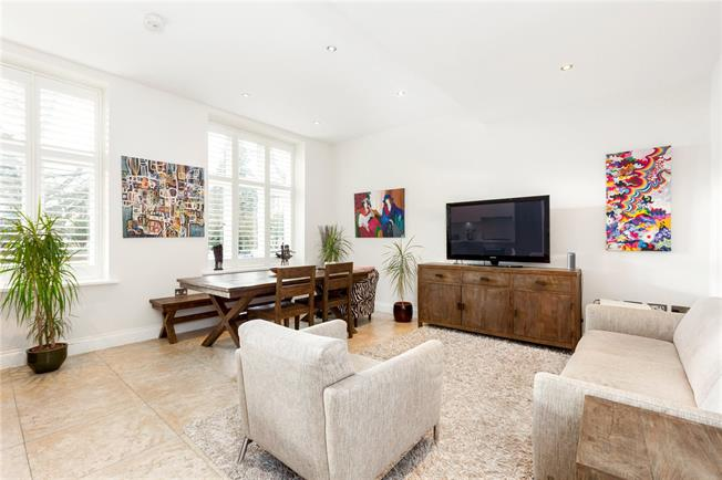 Asking Price £435,000, 1 Bedroom Flat For Sale in Hertfordshire, WD23