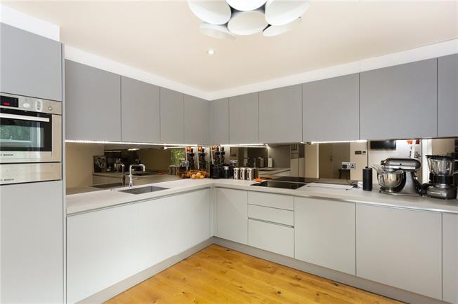 Asking Price £500,000, 2 Bedroom Flat For Sale in Edgware, HA8