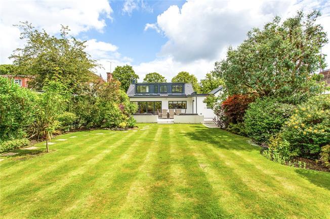 Asking Price £1,400,000, 3 Bedroom Bungalow For Sale in Harrow Weald, HA3