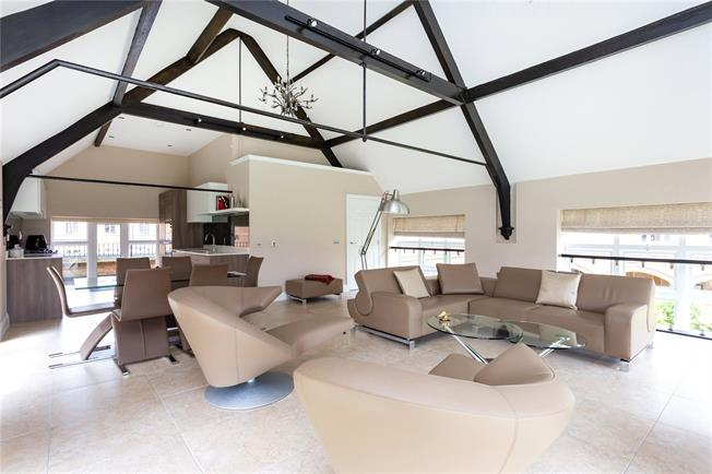 Asking Price £1,200,000, 4 Bedroom Flat For Sale in Bushey, Hertfordshire, WD23