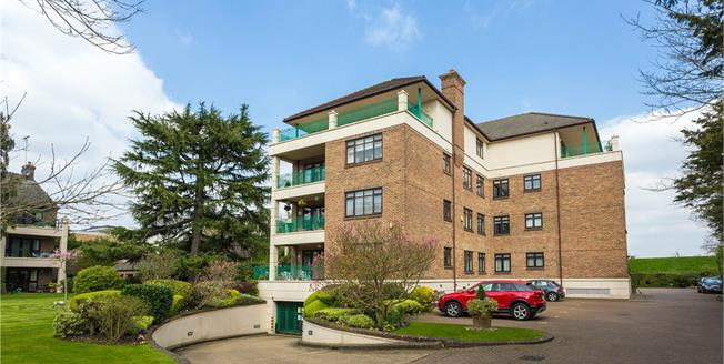 Asking Price £875,000, 3 Bedroom Flat For Sale in Bushey, WD23