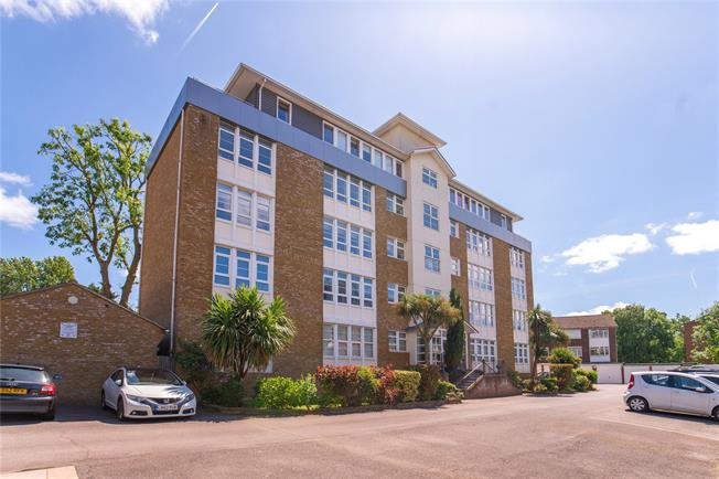 Asking Price £600,000, 2 Bedroom Flat For Sale in Stanmore, HA7