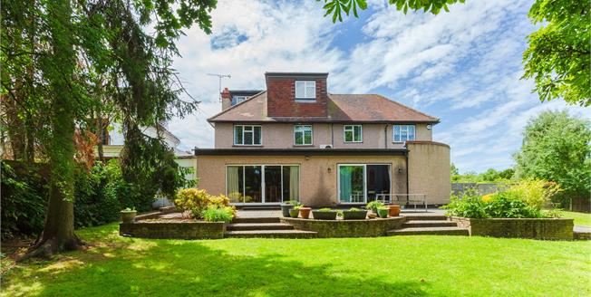 Asking Price £1,200,000, 7 Bedroom Detached House For Sale in Edgware, HA8