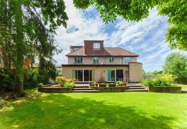 Asking Price £1,100,000, 7 Bedroom Detached House For Sale in Edgware, HA8