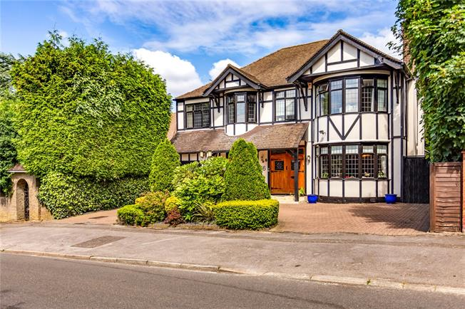 Asking Price £2,250,000, 4 Bedroom Detached House For Sale in Bushey Heath, WD23