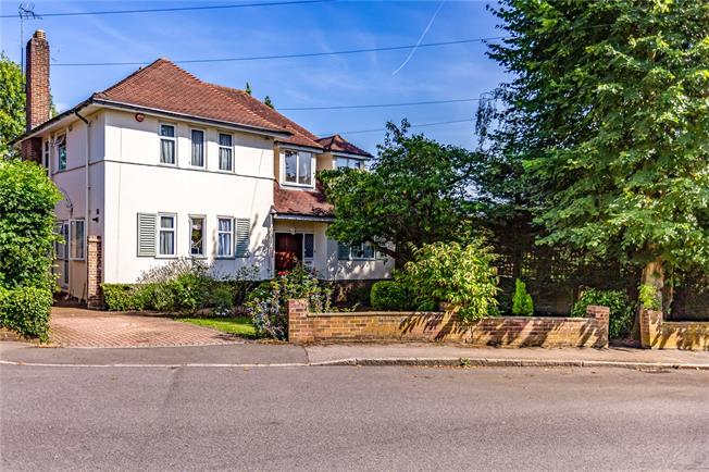 Asking Price £1,250,000, 4 Bedroom Detached House For Sale in Stanmore, HA7