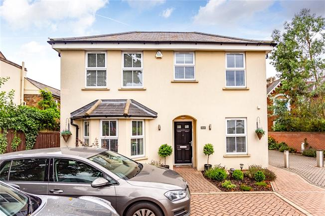 Asking Price £1,150,000, 4 Bedroom Detached House For Sale in Hertfordshire, WD23