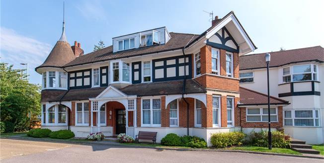 Asking Price £400,000, 2 Bedroom Flat For Sale in Bushey, WD23
