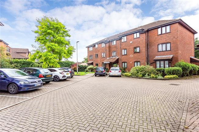 Asking Price £435,000, 2 Bedroom Flat For Sale in Stanmore, HA7