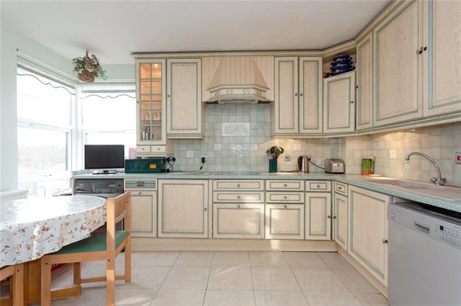 Asking Price £485,000, 2 Bedroom Flat For Sale in Edgware, HA8