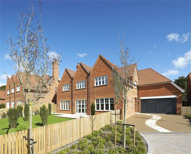 Asking Price £2,499,500, 5 Bedroom Detached House For Sale in Stanmore, HA7