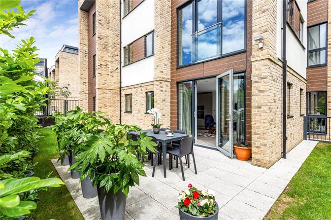 Asking Price £649,000, 3 Bedroom Flat For Sale in Hendon, London, NW4