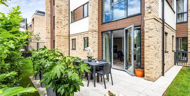 Asking Price £725,000, 3 Bedroom Flat For Sale in Hendon, London, NW4