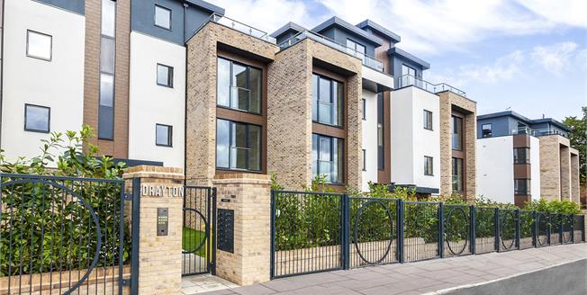 Asking Price £499,000, 2 Bedroom Flat For Sale in Hendon, London, NW4