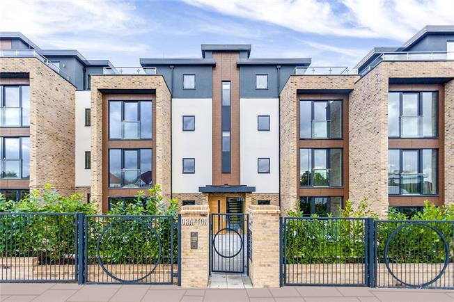 Asking Price £499,000, 2 Bedroom Flat For Sale in London, NW4