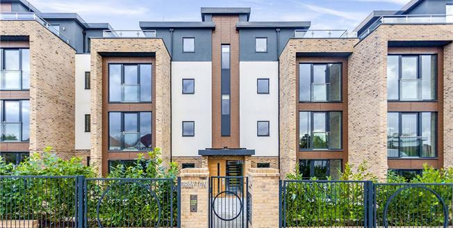 Asking Price £425,000, 1 Bedroom Flat For Sale in Hendon, London, NW4