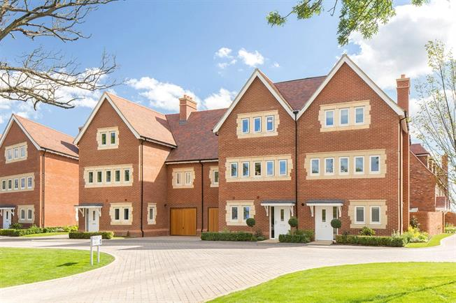 Offers in the region of £875,000, 3 Bedroom Flat For Sale in Mill Hill, London, NW7
