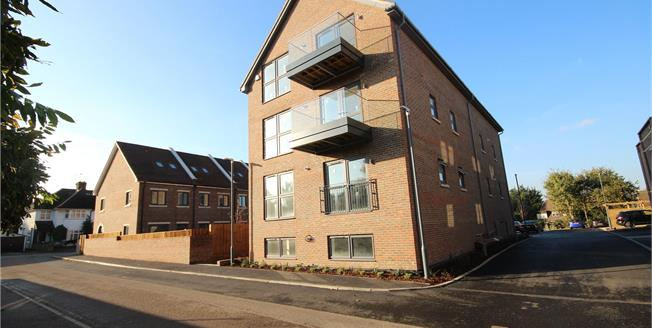 Asking Price £399,950, 1 Bedroom Flat For Sale in Bushey, Hertfordshire, WD23