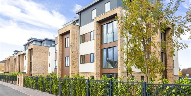 Asking Price £699,000, 3 Bedroom Flat For Sale in Hendon, London, NW4
