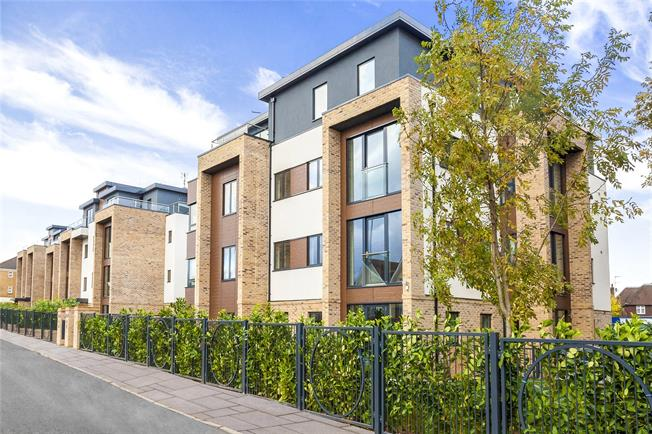 Asking Price £599,950, 3 Bedroom Flat For Sale in Hendon, London, NW4