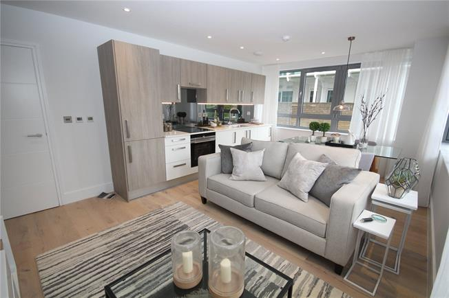 Asking Price £360,000, 1 Bedroom Flat For Sale in New Barnet, EN5
