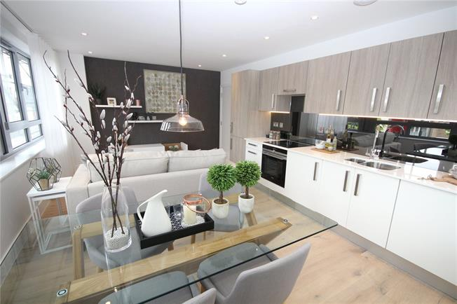 Asking Price £435,000, 2 Bedroom Flat For Sale in New Barnet, EN5