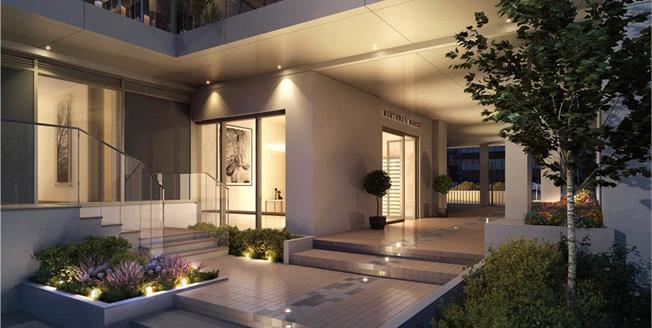 Asking Price £690,000, 3 Bedroom Flat For Sale in London, N20