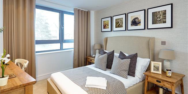 Asking Price £399,950, 2 Bedroom Flat For Sale in Barnet, EN5