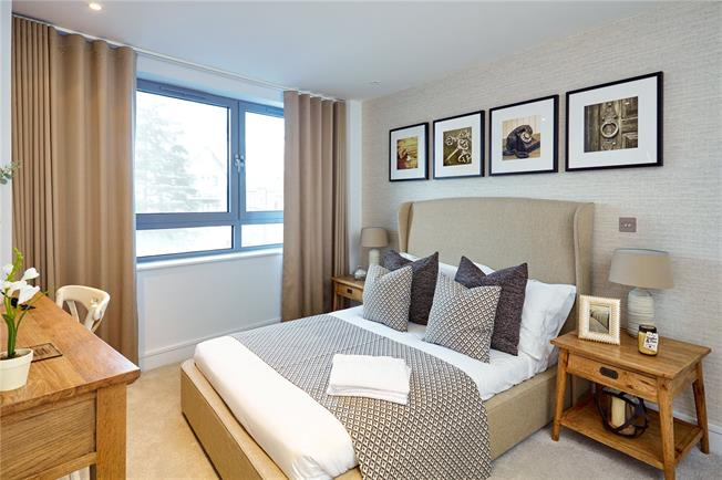 Asking Price £399,950, 2 Bedroom Flat For Sale in Barnet, EN5