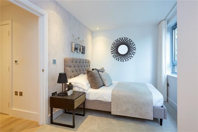 Asking Price £440,000, 2 Bedroom Flat For Sale in Barnet, EN5
