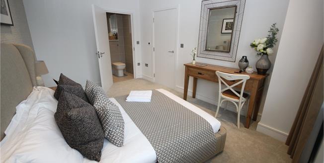 Asking Price £445,000, 2 Bedroom Flat For Sale in Barnet, EN5
