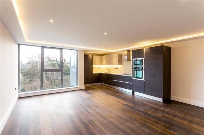 Asking Price £499,950, 2 Bedroom Flat For Sale in New Barnet, EN5