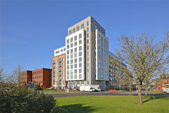 Asking Price £299,950, 1 Bedroom Flat For Sale in Borehamwood, Hertfordshir, WD6