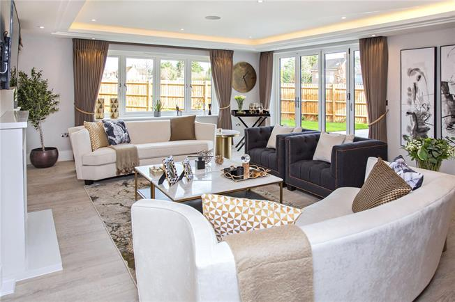 Offers in the region of £1,095,000, 5 Bedroom Detached House For Sale in Watford, Hertfordshire, WD25