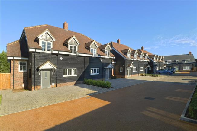Asking Price £914,950, 4 Bedroom Semi Detached House For Sale in Watford, Hertfordshire, WD25